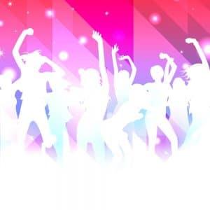 מסיבת ריקודים ברקע ורוד במועדון לבת מצווה בבאר יקב